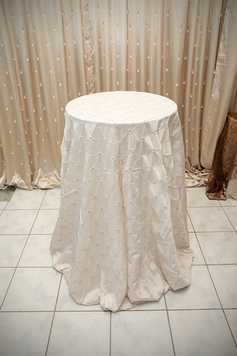 Ivory Pinch Tablecloth