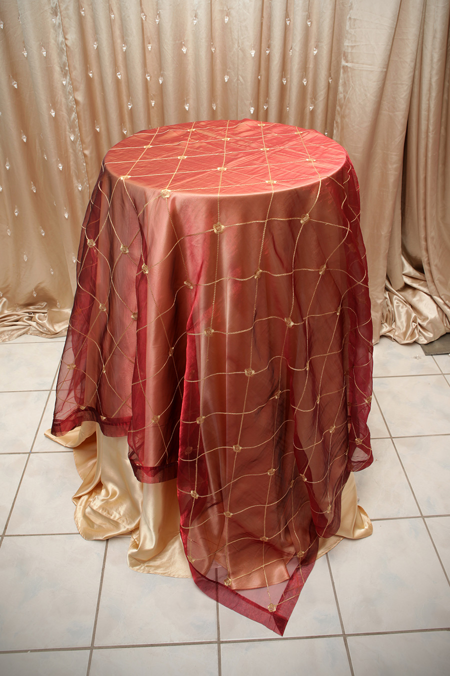 Ashley Style Overlay Table Cover Burgundy